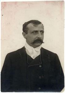 Louis Blériot (Cambrai, 1872. július 1. – Párizs, 1936. augusztus 2.) francia mérnök, konstruktőr, pilóta, a repülés egyik úttörője