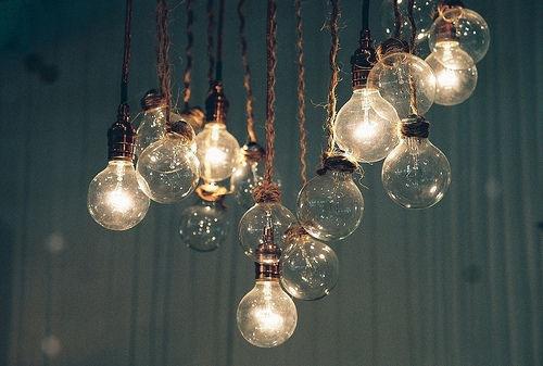Ki találta fel a villanyégőt?