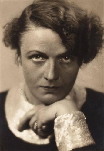 1895. december 10-én született TANNER ILONA, művésznevén: Török Sophie, Babits Mihály felesége