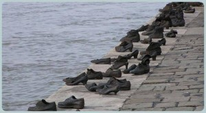 A Cipők a Duna-parton budapesti holokauszt-emlékmű. Szellemi alkotója Can Togay filmrendező, társalkotója Pauer Gyula Kossuth-díjas szobrászművész. Az emlékművet 2005. április 16-án, 21 óra 30 perckor avatták fel.