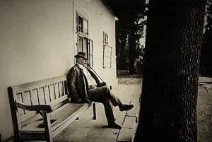 Mikszáth Kálmán a horpácsi kúria tornácán (1909)