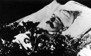 Rudolf trónörökös a ravatalon (1889)