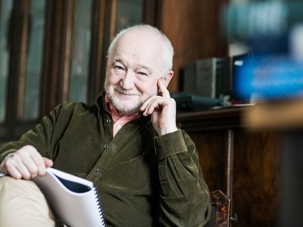 1947. február 15-én született NÁDASDY ÁDÁM nyelvész, egyetemi tanár, költő, író, esszéista, műfordító
