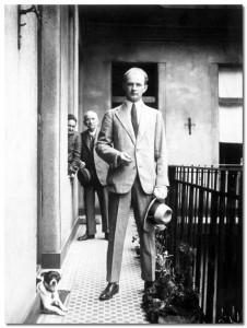 Hamvas Béla és szülei az újlipótvárosi Wahrmann Mór utcában (ma Victor Hugó utca) 1920-as évek vége