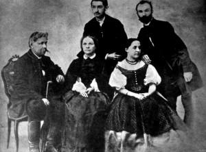Arany János családja körében 1863 Arany Juliska esküvője Arany mellett ül neje, Juliska leánya, mögöttük állnak Arany László és Széll Kálmán esperes Arany Juliska vőlegénye
