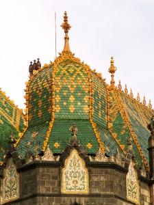 Iparművészeti Múzeum A Zsolnay pirogránit kerámiák tartósságát a 19.-20. század fordulóján épített, ma is változatos színekben pompázó, Zsolnay kerámiával díszített, többnyire szecessziós épületek példázzák a legjobban.