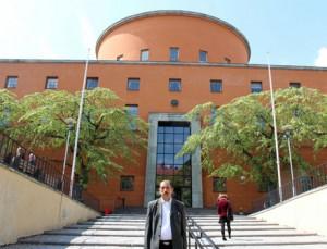 Rafi Lajos a stockholmi könyvtár előtt Fotó: Gergely Tamás