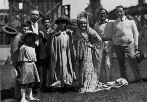Sir Arthur Conan Doyle családja körében (1923)