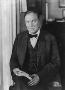 Clarence Darrow (1857 április 18. – 1938 március 13.)