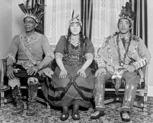 Mohikán törzsfőnök lányával és fiával (1920)