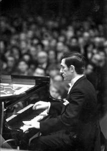 Antal Imre a Magyar Állami Hangvesenyzenekar hangversenyén a Zeneakadémián (1968)