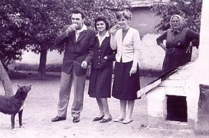 Hofi Géza testvérével, Katalinnal, és feleségével, Gittával