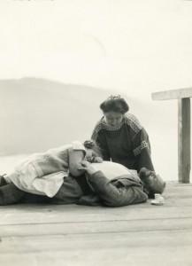Gustav Klimt, Therese Flöge és Gertrude 1912, Ausztria)