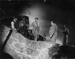 Alfred Hitchcock a 39 lépcsőfok forgatása közben