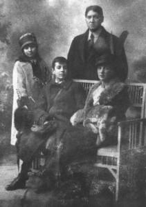 A Borges család: Jorge Guillermo, Leonor Acevedo, Norah, és Jorge Luis (Svájc, 1914.)