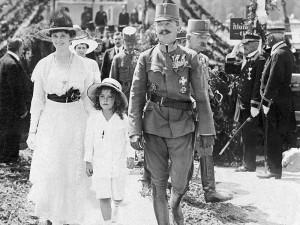 IV. Boldog Károly király és császár feleségével Zitával és Ottó trónörökössel