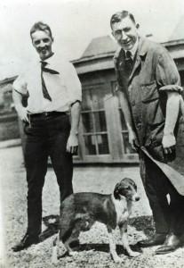 Frederick Banting (jobbra) és Charles Best (balra), az inzulin felfedezői