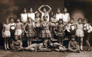 Farsangi jelmezes gyermekmulatság 1928 (Fortepan/Hajdu András)