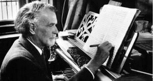 Kodály Zoltán (Kecskemét, 1882. december 16. – Budapest, 1967. március 6.) háromszoros Kossuth-díjas magyar zeneszerző, zenetudós, zeneoktató, népzenekutató, az MTA tagja, majd elnöke 1946-tól 1949-ig.
