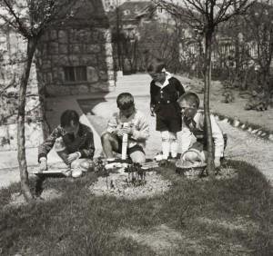 Húsvét 1935-ben (Budapest, Tóth Lőrinc utca 14. udvara) Fotó: fortepan.hu