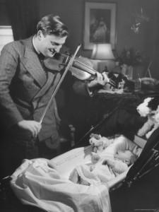 Yehudi Menuhin lányának hegedül