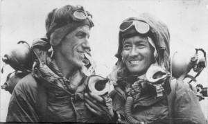 Edmund Hillary és Tendzing Norgaj (jobbra)