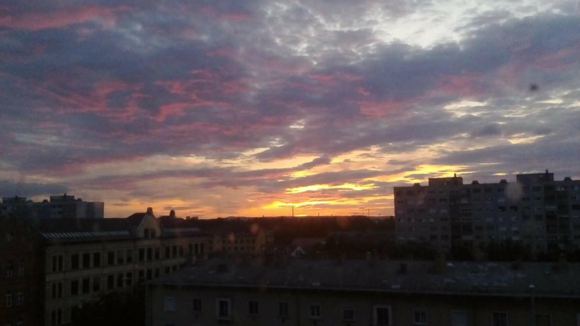 Galambos Mariann: Reggeli színpompa