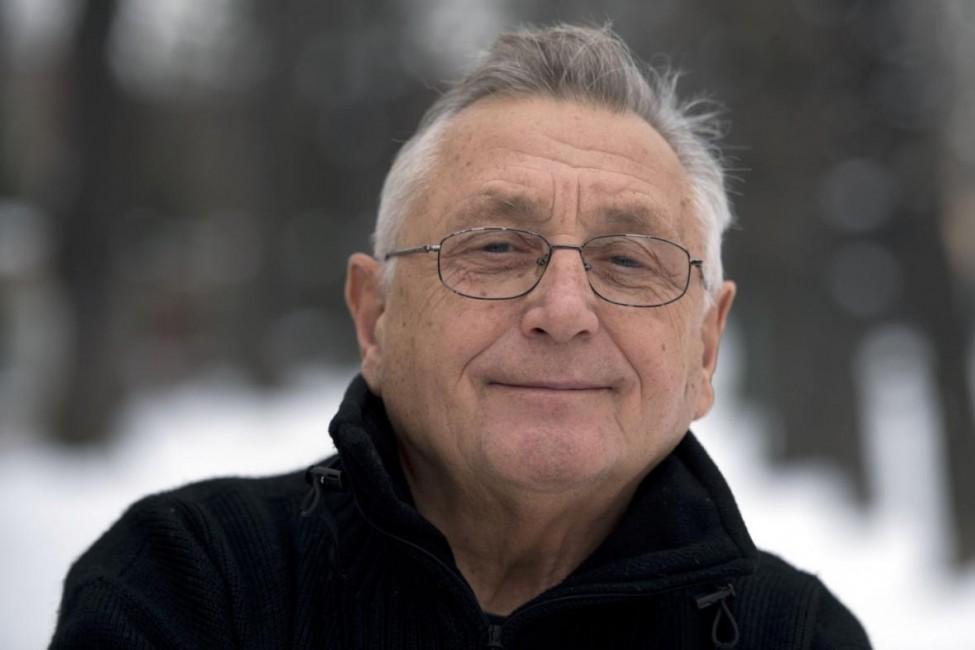 1938. február 23-án született Jiří Menzel cseh filmrendező, színházi rendező, színész