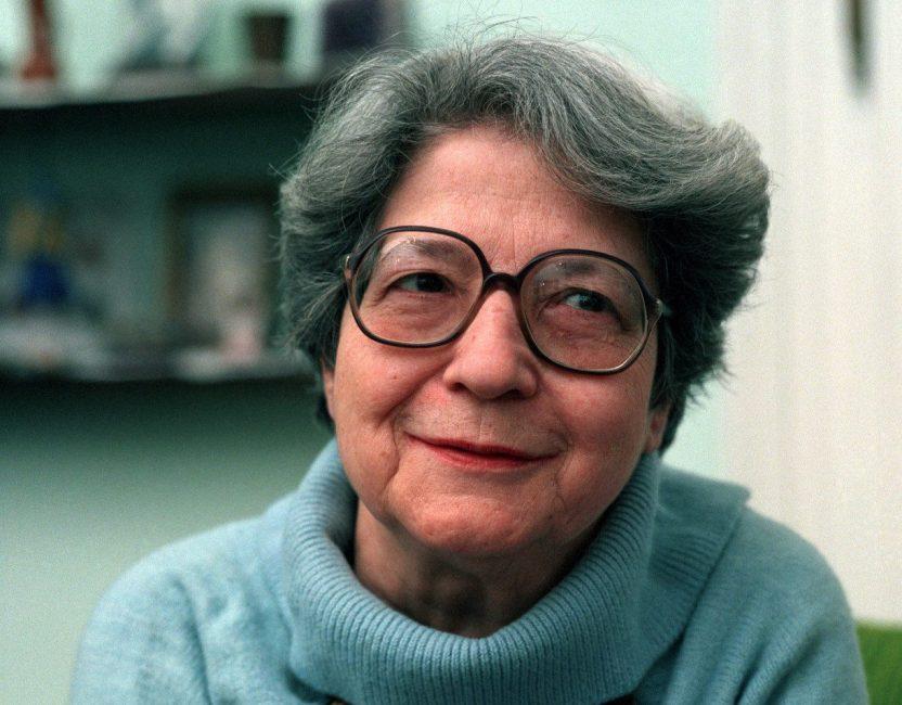 1920. május 26-án született TÓTH ESZTER költő, író, műfordító