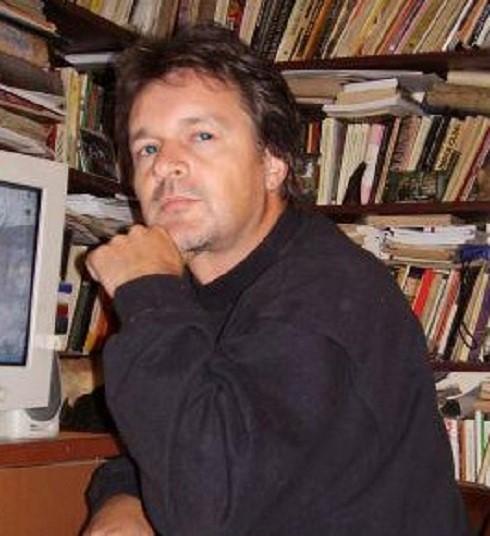 1972. szeptember 21-én született Szente B. Leventeköltő, újságíró, a Lenolaj.hu állandó szerzője