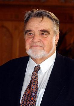 1931. december 18-án született GYURKOVICS TIBOR költő, író, drámaíró, pszichológus