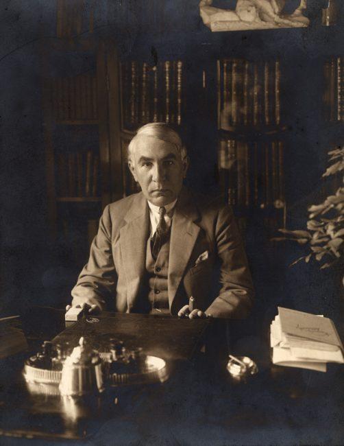 1879. július 19-én született MÓRA FERENC író, újságíró, muzeológus