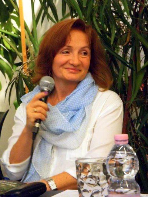 Ma ünnepli születésnapját Sárhegyi Erika költő, a Lenolaj.hu állandó alkotója