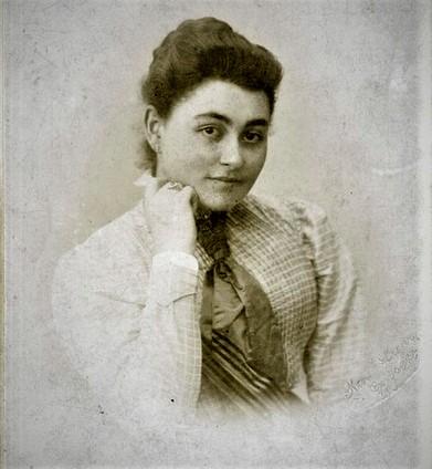 1879. május 7-én született ERDŐS RENÉE költő