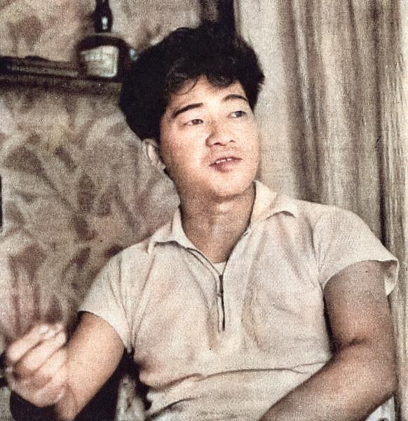 97 éve, 1924. március 7-én született ABE KÓBÓ japán író, zenész, fotóművész, rendező